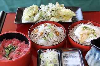 春の山菜と割子そば.jpg2.jpg