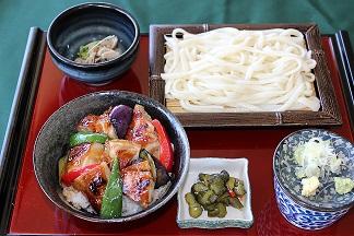 手延べうどんと焼き鳥丼.JPG